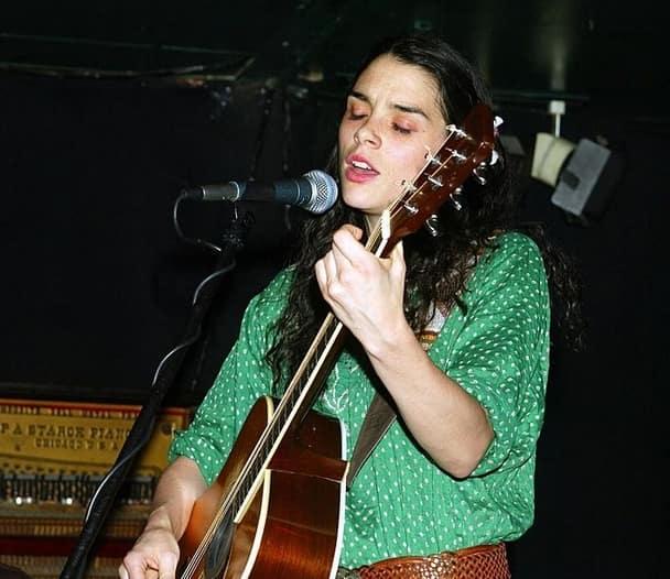 Леона Наесс