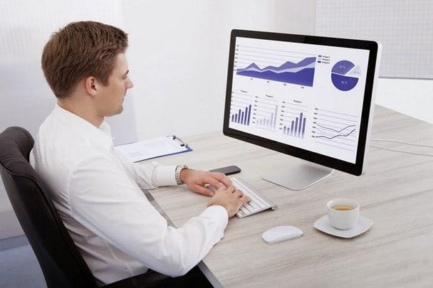 Серафим обычно выбирает экономику или финансы, чтобы делать карьеру.